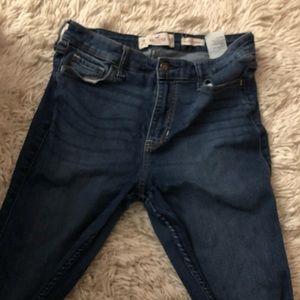 size 9 SHORT hollister jeans super skinny highrise